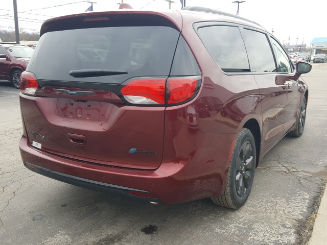 New 2019 Chrysler Pacifica Hybrid Touring Plus